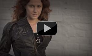 In un video, in meno di 2 minuti, 100 anni di storia dell'abbigliamento Harley Davidson