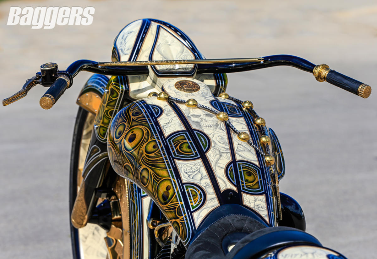 John Shopes e la sua incredibile opera d'arte su base Road King