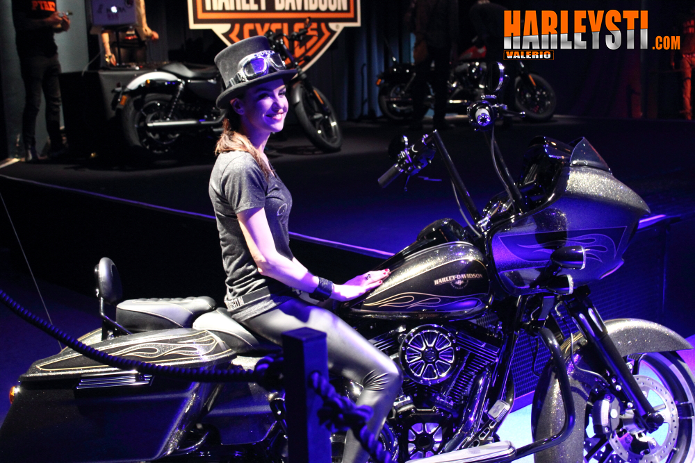 La Road Glide customizzata per la Dark Custom Night del 21 marzo #WeAreCustom