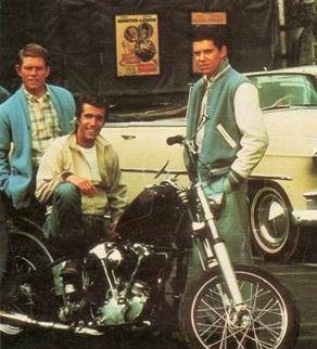 Ma lo sapete che in realtà è la Harley Davidson che ha fornito la prima Motocicletta a Fonzie?
