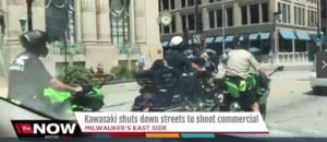 Kawasaki gira una spot pubblicitario a Milwaukee, la città simbolo di Harley Davidson