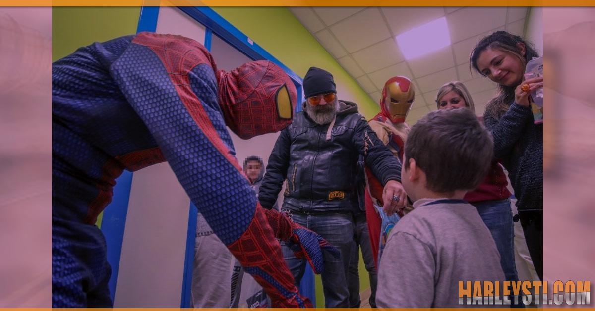 Gli harleysti del gruppo Triskeles portano doni all'ospedale dei Bambini